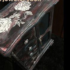Tutorial for Painting Furniture - DIY Tutorial Furniture Painting - How to Paint Furniture Tutorial - Furniture Painting Tutorial Video Whimsical Painted Furniture, Hand Painted Furniture, Recycled Furniture, Paint Furniture, Furniture Makeover, Antique Furniture, Cool Furniture, Furniture Stores, Paint Flowers