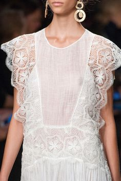 Blugirl at Milan Fashion Week Spring 2016 - Details Runway Photos Curvy Women Fashion, White Fashion, Womens Fashion, Runway Fashion, Fashion Outfits, Milan Fashion, Fashion Fashion, Stylish Outfits, Uniqlo Women Outfit