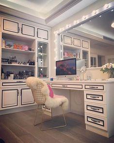 Fur Seating and Separate Shelves of Clear Makeup Displays - Makeup display - Make up Vanity Makeup Rooms, Makeup Table Vanity, Vanity Room, Makeup Room Decor, Vanity Desk, Vanity Tables, Makeup Vanities, Vanity Set Up, Vanity Shelves