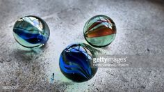 Foto de stock : Close-Up Of Various Marbles On Floor