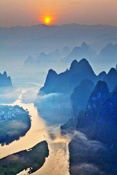 Site emblématique de la région, la rivière Li est considérée comme l'un des plus beaux sites naturels de Chine.                                                                                                                                                      Plus