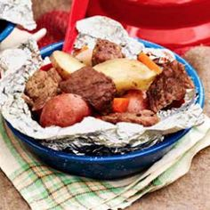 Camping dishes don't have to be limited to meat-filled classics, and there are numerous vegetarian camping recipes for kids and the whole household to make and take pleasure in. Campfire Dinner Recipes, Vegetarian Camping Recipes, Campfire Desserts, Grilling Recipes, Cooking Recipes, Camping Dishes, Camping Meals, Camping Site, Camping Cooking