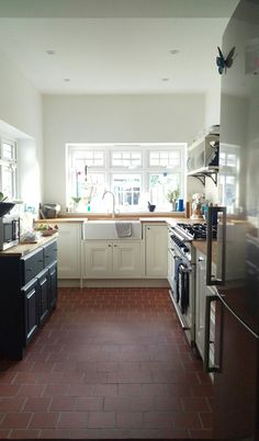 tiles Farmhouse 70 Tile Floor Farmhouse Kitchen Decor Ideas This is the layout I like Painted Kitchen Floors, Diy Kitchen Flooring, Painted Floors, Painted Wood, Quarry Tiles, Wood Floor Design, Freestanding Kitchen, Victorian Kitchen, Kitchens