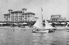 """""""Hotel Royal"""", prog. dott. ing.-arch. Alfredo Belluomini, anno 1925. Viale Carducci, Viareggio – Vista dal mare – Nuova Viareggio Ieri -N.11-marzo 1994"""