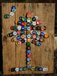 Palmetto Tree & Crescent Moon with Pallet Wood and Mixed Bottle Caps Beer Cap Crafts, Wine Cork Crafts, Metal Crafts, Diy And Crafts, Bottle Cap Table, Beer Bottle Caps, Bottle Cap Art, Wood Pallets, Pallet Wood