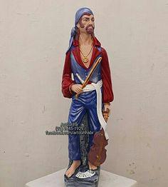 Cigano Wladimir 60cm. Imagem modificada. #cigano #ciganos #cigana #ciganas #povocigano #optcha #artesanato #gesso #santasarakali #santasara #ciganowladimir #ciganovladimir