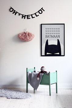 leuke babykamer met batman poster en met wat kleur  - (re)Pinned by www.leuke-kinderkamer.nl