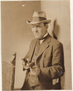 Lon Chaney as no-nonsense detective Dan Callahan in While the City Sleeps (1928)