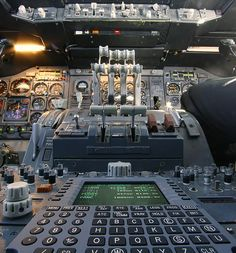 Boeing 747 Cockpit.-My Mom used to work on these!
