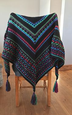 Tatsiana knows how to make us all look good! Another beautiful pattern. Crochet Poncho Patterns, Shawl Patterns, Knitted Poncho, Crochet Scarves, Crochet Clothes, Knitting Patterns, Crochet Wool, Cute Crochet, Crochet Shawl