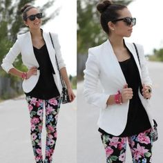 White blazer, flowers, Saco blanco, pantalon floreado