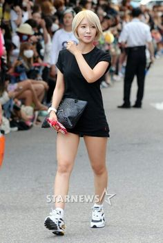 ChoA Gangnam Style, Bae Goals, Japan Girl, Girl Bands, Female Poses, Hot Dress, Beautiful Asian Girls, Asian Woman, Legs