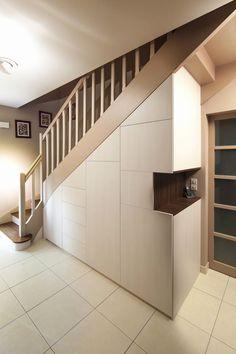 placard sous escalier portes battantes beige escaliers pinterest sous escalier placard. Black Bedroom Furniture Sets. Home Design Ideas