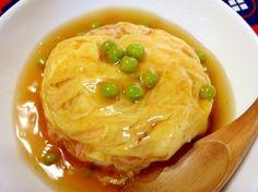 「超簡単☆カニカマで天津飯」日本生まれの天津飯!包丁不要で\(^▽^)/超簡単!安価なカニカマをたくさん入れて、ふわっふわっのカニ玉にたっぷり甘酢あんをかけました。【楽天レシピ】