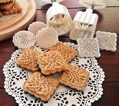Nagyon szeretem a mézet, igaz csak sütiben :) Évekkel ezelőtt láttam meg Ildi oldalán ezeket a szépségeket és elkészítettem. Akkor nem siker...