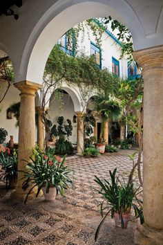 Spanish style homes – Mediterranean Home Decor Hacienda Style Homes, Spanish Style Homes, Spanish House, Spanish Colonial, Spanish Revival, Architecture Mode, Spanish Architecture, Spanish Courtyard, Courtyard House