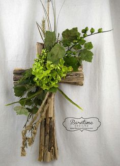 Quality Home Decor Unique Finds Attention to Details Rustic driftwood cross with hydrangea & greenery. This unique cross is a perfect gift or addition to you home Arrangements Funéraires, Funeral Floral Arrangements, Church Flower Arrangements, Church Flowers, Funeral Flowers, Grave Decorations, Diy Easter Decorations, Crosses Decor, Wood Crosses