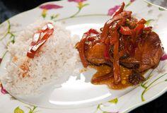 Esta receta de pollo guisado se cocina en poco tiempo y queda deliciosa. Es fácil de preparar, ideal para personas con poca experiencia.