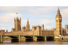 May 31 1859 Big Ben, located atop St. Stephen's tower, went into operation in London, ringing out over the Houses of Parliament in Wes. London Hotels, Flights To London, London Tourist Guide, London Travel, Monuments, Enjoy Your Vacation, Houses Of Parliament, Great Hotel, Tower Of London