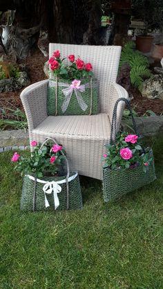 Diy Garden Bed, Garden Junk, Garden Crafts, Diy Garden Decor, Garden Projects, Potager Palettes, Chicken Wire Crafts, Moss Decor, Vertical Garden Design