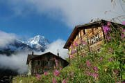 Stechelberg - your holiday resort for quiet, relaxing mountain holidays! : Mountain Hotel Obersteinberg no power, candlelit, cosy finishes season end Sept Winterthur, Zermatt, Ski, Switzerland Tourism, Unusual Hotels, Mountain Village, Holiday Resort, Swiss Alps, Travel Memories