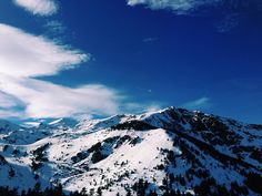 Skiing in the Pyrenees //