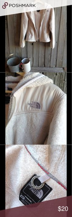 Noth Face Oso hoodie Size M Fuzzy, warm and comfortable North Face hoodie. Great for the upcoming winter, skiing trips or camping. Some pilling and wearing which is reflected in the price. The North Face Jackets & Coats Utility Jackets