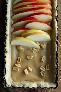 Apple and salted caramel tart with peanuts --Apfel-Salzkaramell-Tarte mit Erdnüssen – Apple tart salted caramel Apples Peanuts Apple pie Shortcrust pastry Applecake appletarte caramel Krimiundkeks - Apple Recipes, Sweet Recipes, Baking Recipes, Cake Recipes, Dessert Recipes, Food Cakes, Salted Caramel Tart, Apple Caramel, Caramel Apples
