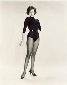 Mary Tyler Moore was born on December in Flatbush, Brooklyn, to Marjorie (Hackett) and George Tyler Moore, a clerk. Mary Taylor Moore, Mary Tyler Moore Show, Vintage Hollywood, Classic Hollywood, Jennifer Aniston Hot, Old Movie Stars, Good Looking Women, Classic Actresses, Belts For Women