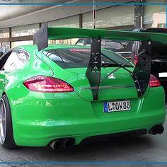Liebe AutoErlebniswelt Freunde,  ein Porsche Panamera Turbo ist ja eigentlich schon an sich ein vorzeigbares Automobil. Aber wenn man auffallen möchte, muss man auch da nochmal ran: Heftiger Widebody-Umbau und speziell für diesen Porsche von RAD48 gefräste Felgen drauf und natürlich ein Airride-Fahrwerk.  Euer David vom TuningTeam der AutoErlebniswelt-Tü Taunus