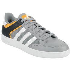 "Scarpe sportive ""Varial Low"" del brand #Adidas."