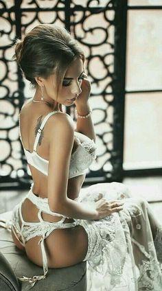 Фото женщин в обтягивающем белье ххх, как правильно дрочить хуй фото