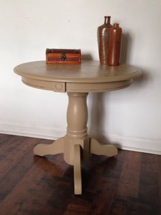 Pedestal Side Table with Circle Medallions-
