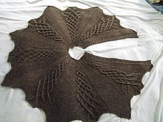 free cape pattern.      http://prayershawlministries.blogspot.com/2010/05/kathy-kelly-cabled-capelet.html