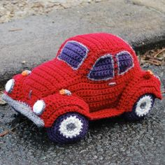 Who can resist the classic VW Beetle? With it's fabulous friendly shape it was the inspiration for the Hug-a-Bug, a cuddly car, just for you! cute amigurumi crochet toy car looks a little like a too with some slight changes Crochet Car, Crochet Amigurumi, Amigurumi Patterns, Crochet Crafts, Crochet Dolls, Crochet Projects, Crocheted Toys, Knitted Dolls