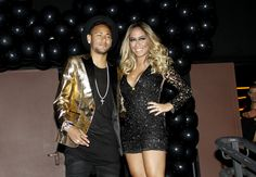 Neymar vai à festa da irmã, Rafaella, e diz: 'Não estou pegando ninguém'