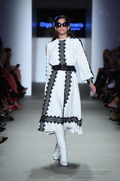 Μίντι λευκό φόρεμα με λεπτομέρειες μαύρης δαντέλας Victorian, Collection, Dresses, Fashion, Vestidos, Moda, Fashion Styles, Dress, Fashion Illustrations