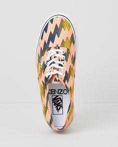 Les baskets Kenzo x Vans, dernier épisode http://www.vogue.fr/mode/news-mode/diaporama/les-baskets-kenzo-et-vans-l-ultime-collaboration/14893#!4