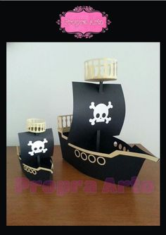 Barco pirata grande e pequeno