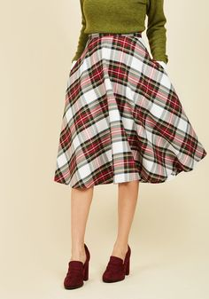 <p>Expect your appearance at the potluck in this vintage-inspired midi skirt to command an encore performance, because its essential side pockets pockets and white, red, and green plaid are guaranteed to earn you a follow-up invite to the next event. That's just the power of a retro look!</p>