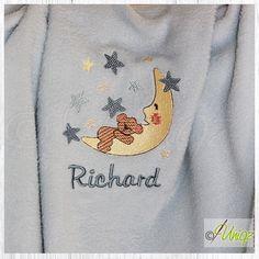 Mit Namen bestickte Mondbärchendecke - perfekt für süße Träume und wunderbar als Geschenk zur Taufe oder Geburt.   http://uniqz.de/produkte/fleecedecke_mondbaer_mit_namen/