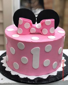 50 Most Beautiful looking Minnie Mouse Cake Design that you can make or get it made on the coming birthday. Minnie Mouse Cake Design, Baby Minnie Mouse Cake, Minnie Mouse Clubhouse, Mini Mouse Birthday Cake, 1st Birthday Cakes, Minnie Birthday, First Birthday Decorations, Cinderella Cakes, Owl Cakes