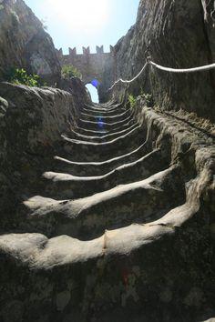 sperlinga-castle-steps-1w