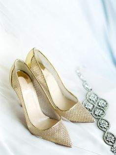 Gold shoes: http://www.stylemepretty.com/little-black-book-blog/2015/04/23/industrial-italian-chicago-wedding/ | Photography: Clary Pfeiffer - http://www.claryphoto.com/