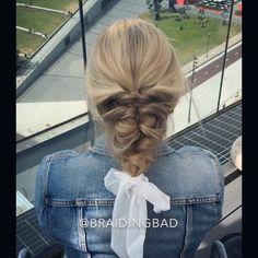 "58 tykkäystä, 7 kommenttia - BraidingBad Heli (@braidingbad) Instagramissa: ""BraidingBad's Back To Basics: how to #elasticbraid 💯 ~ BraidingBad Perusasioiden Parissa: Näin…"""