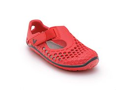 Ultra-lightweight, ultra-tough and ultra-adaptable; The Ultra Kids is perfect for feet that just won't stay on dry land. With the patented, puncture-resistant barefoot sole and super flexible construction, Ultra keeps feet safe, dry and free to explore; from the beach to the ocean,