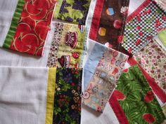 Pano de prato feito em tecido tipo saca, ótimo para secar, decorado com barras coloridas de tecido 100% algodão. R$ 14,50