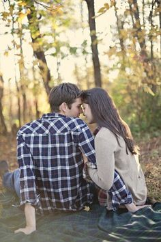 A Pretty Fall Engagement Session - The Sweetest Occasion | The Sweetest Occasion