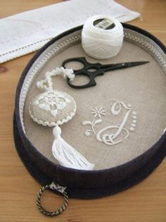 Easy Needle-work tips & tricks also about Needlework supplies Press VISIT link above for more options - Needlework tips & tricks Embroidery Motifs, Silk Ribbon Embroidery, Cross Stitch Embroidery, Embroidery Designs, Sewing To Sell, Sewing Box, Sewing Notions, Cross Stitch Finishing, Cross Stitch Love