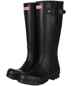 Man Hunter, Hunter Boots, Bonfire Night Activities, Gentleman's Wardrobe, Hunter Original, Wellington Boot, Flat Boots, Dog Walking, Rubber Rain Boots